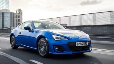 Subaru BRZ与2017年的新型悬架和发动机零件散发出来