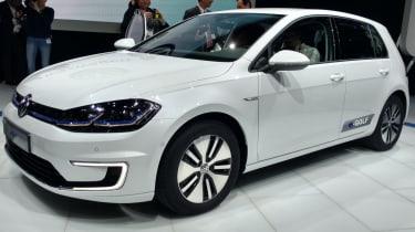 新的大众汽车电子高尔夫获得更多的范围和电力提升