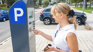 五分之一的理事会仍在使用停车表,这些停车表不采取新的1英镑硬币