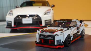 日产GT-R NISMO是最新的接受乐高治疗的汽车